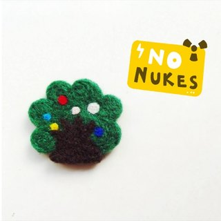 Mew in Wonderland ─ fruit tree wool felt brooch