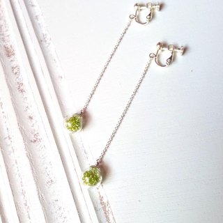 *Haku‧Neko*green glass ball long chain earrings swaying flicker (pin / clip-on)
