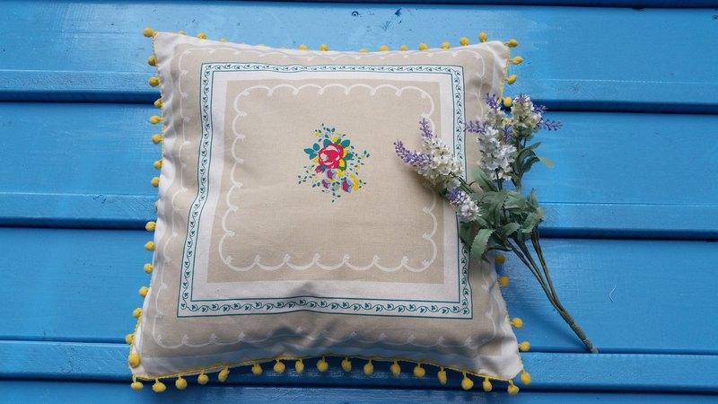 北歐款式淺黃色毛球,浪漫花圖案靠枕/抱枕