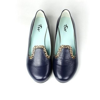Minimalist blue stitching loafers