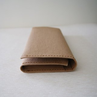 - Washed paper long clip / camel color