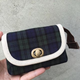 ﹝ Clare handmade cloth ﹞ classic preppy blue and green checkered cloth paragraph * A retro turn buckle Clutch