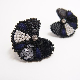 Flower Embroidery Earrings / Blue & Grey
