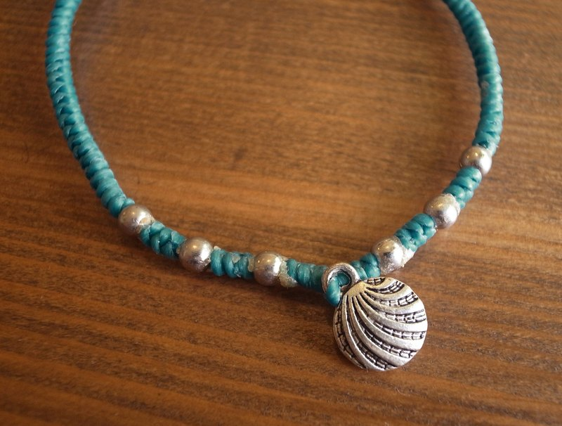 【Grooving the beats】[ Fair Trade] Silver Charms Bracelet with Hand Woven String(Shell)