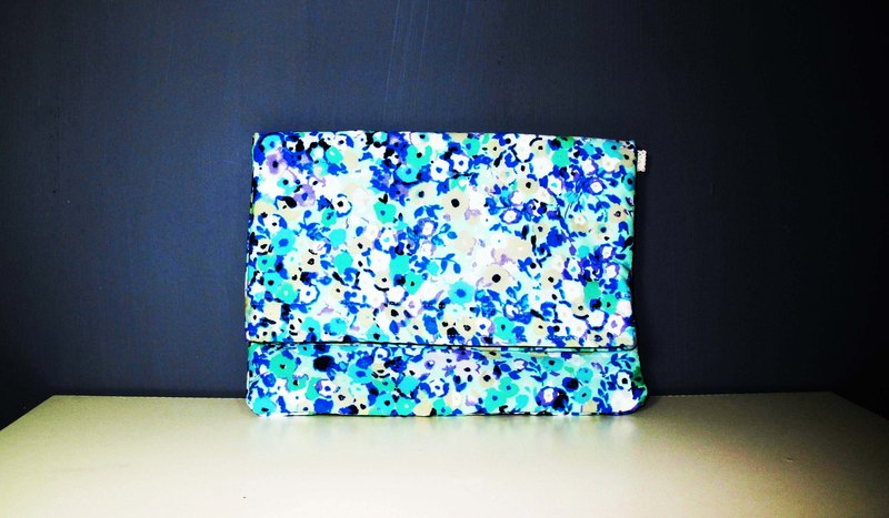 Wahr_ blue flowers  clutch / chain bag / shoulder bag/with chain
