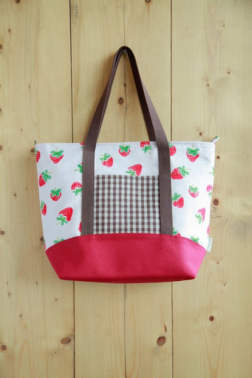 Shoulder Bag] [gift selection of early spring - Country Strawberry Season