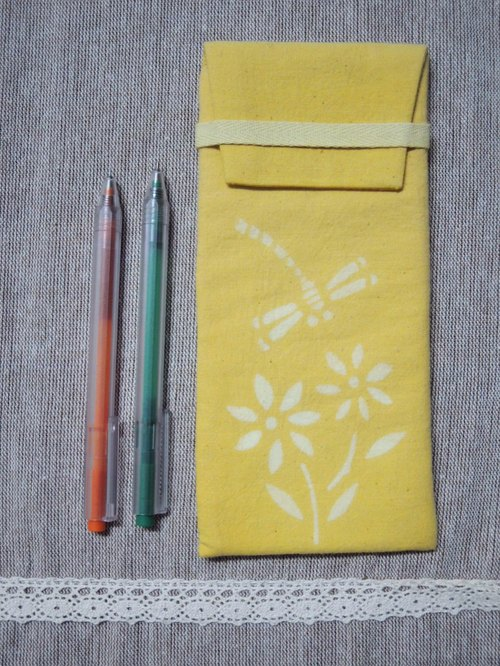 [Yield] Mumu hand-made glasses turmeric vegetable dyes Pencil bag (with flowers and dragonfly paragraph)