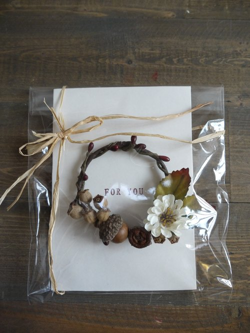 Mini Retractable dried wreath card No.6