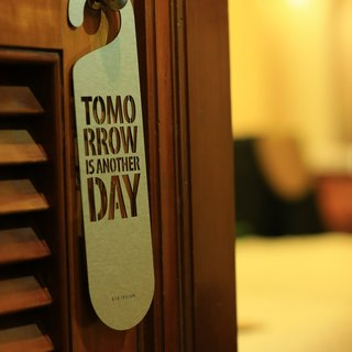 "[EyeDesign see design] a word door hanging ""TOMORROW IS ANOTHER DAY"" D03"