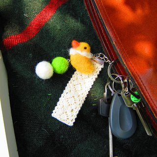 [Wool felt - key rings will not fly chicken]