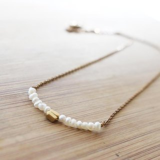 < ☞ HAND IN HAND ☜ > natural pearls - beans brass necklace (0461)