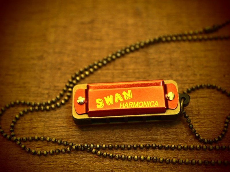 Retro mini harmonica Mini harmonica red long necklace (small beads paragraph)