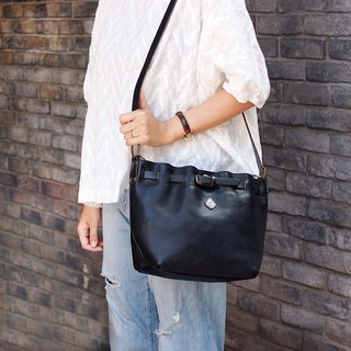 Japanese magazine model simple leather shoulder / side back dual-use bag Made in Japan by CLEDRAN
