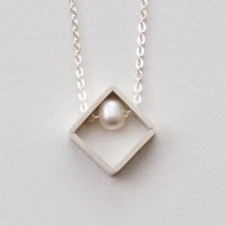 Simple design pearl square frame sterling silver necklace