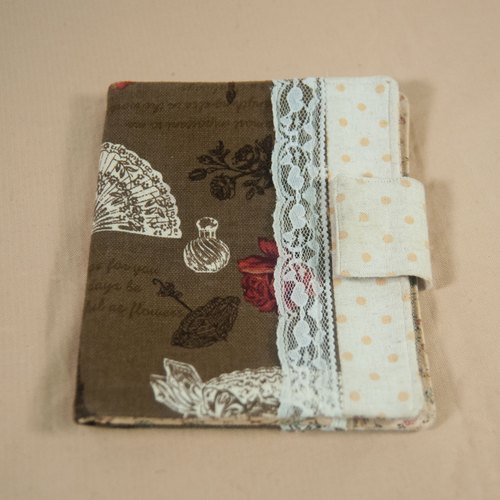 Classic lace passport holder