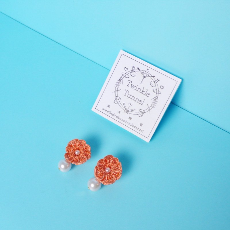 Pearl earrings woven flowers