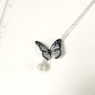 * Haku‧Neko * Black and White - Black pattern white hand painted butterfly flashing glass necklace