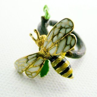 Bee on branch ring in brass and enamel color ,Rocker jewelry ,Skull jewelry,Biker jewelry