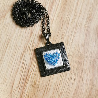 CaCa Crafts | handmade embroidery beaded necklace Glittering Heart