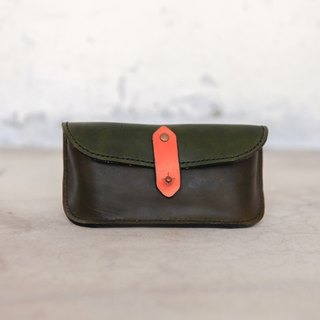 23. The hand dyed / hand-sewn leather spectacle case (without glasses)