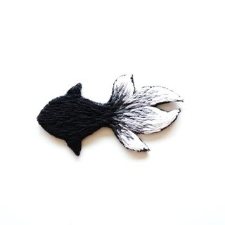 Black glass goldfish hand embroidery brooch