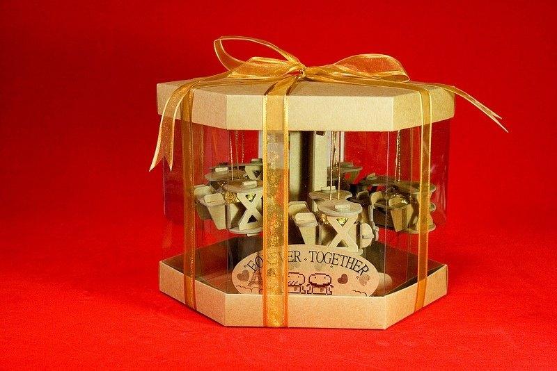 [巧克力遊樂園] 金莎迴轉飛機禮盒(不含金莎) / 情人節 聖誕節 畢業禮品 生日禮物 交換禮物首選