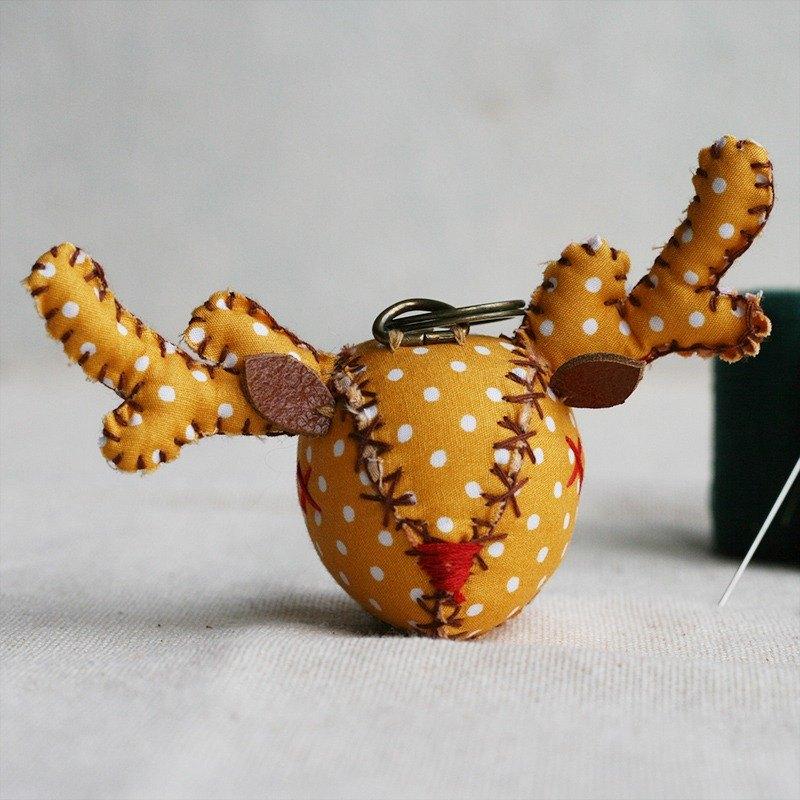 【布完美】點點麋鹿 手縫吊飾/鑰匙圈_切達起司_X光眼
