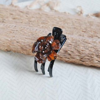 Magnificent dance, flower three-claw clip, strange hand clip, grab clip-amber
