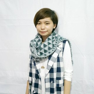 Lan wool scarves (forest green and white)