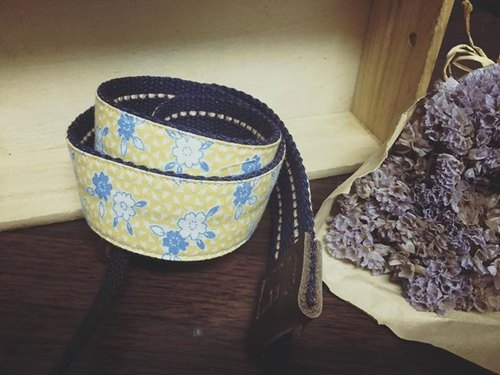 [Clare cloth hand-made]*limited edition*hit color small floral camera strap