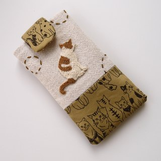 Cat embroidered cell phone pocket (L)