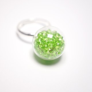 A Handmade emerald crystal ball ring