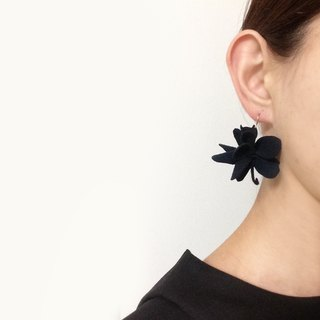 Hidden cat flower earrings black [MTO]