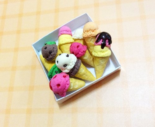 Great ice cream !! look cool earrings set (monaural) ((over 600 were sent mysterious little gift))