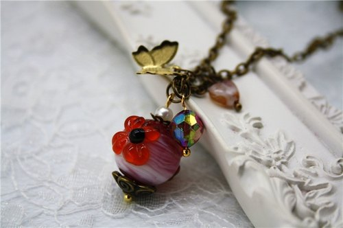Romantic retro handmade painted glass beads pink flower-shaped three-dimensional relief butterfly pendant necklace