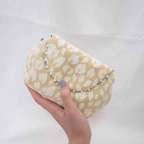 LEOPARD CLUTCH POUCH / yellow