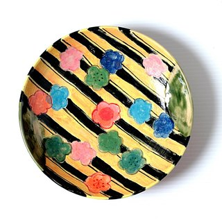 Enamels dish of plum blossoms and black stripes