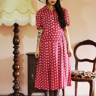 F1159 (Vintage) red bottom square cloth flowers flower arrangement vintage dress
