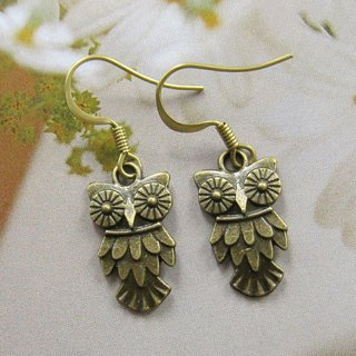 Cute green owl earrings bronze
