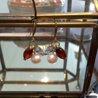 Minertés classical pearls. Jacinth brass earrings