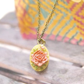Classical Rose relief necklace