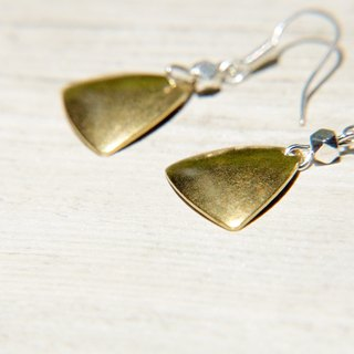Valentine's Day gift / minimalist sense / sepia tone brass earrings - Triangle geometric aesthetics (clip-on can be changed)
