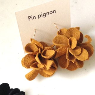 Hidden cat Flower earrings mustard [MTO]