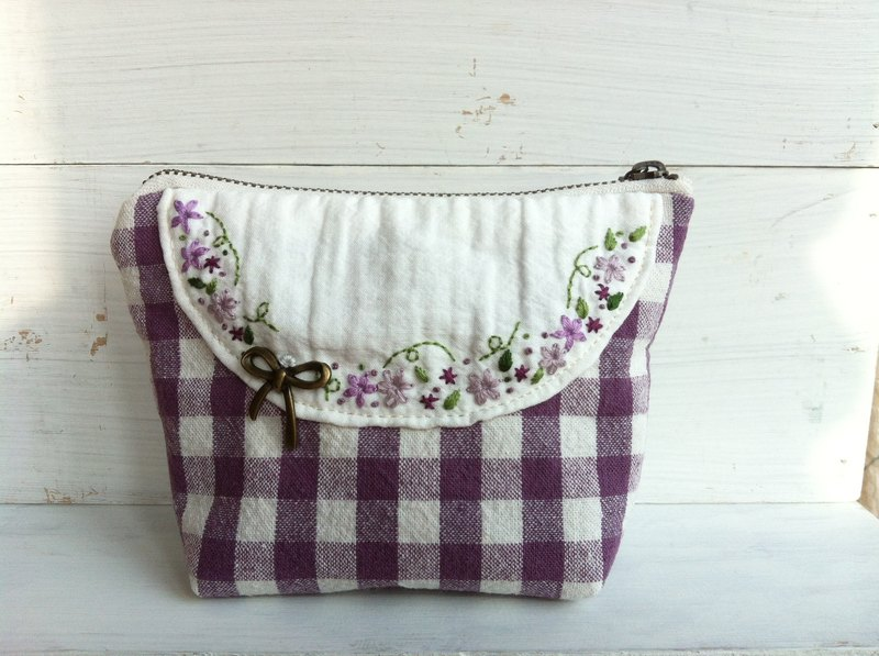 Hand embroidery-makeup universal bag (purple wreath)