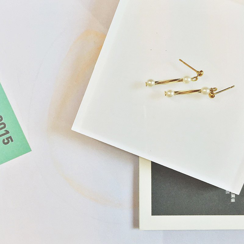 Marygo ﹝ mini-point line ﹞ Gold earrings