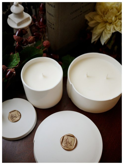 Lavender soy candle ✣ ✣ porcelain receptacle pure essential oils natural soy x x Smoke -