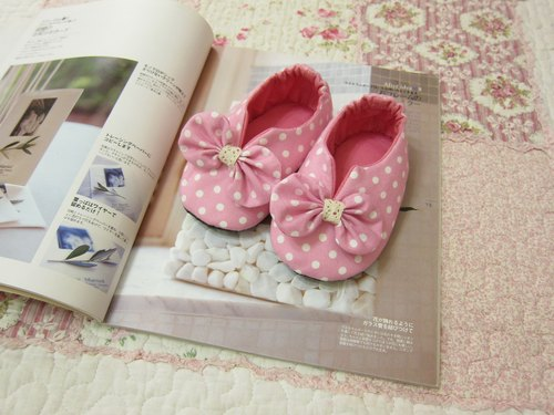 Pink little baby toddler shoes
