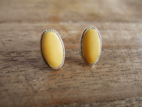 Time Travel【vintage handmade earrings :Light yellow gem】