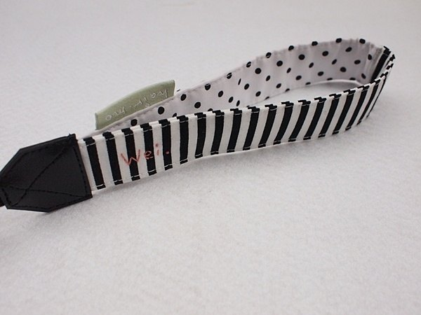 hairmo. Little black and white striped stitching single hanging wrist camera / Polaroid / phone zone (holes)