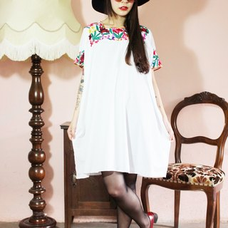 F1098 (Vintage) white with colored embroidered collar cotton short-sleeved vintage dress (wedding / picnic / party)